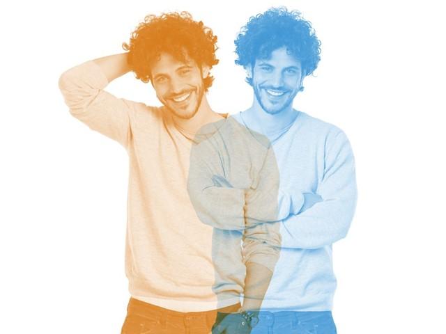 Twee silhouetten van een man, oranje en blauw